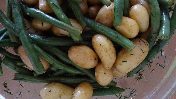 Fingerling potatoes and green beans with lemon dill dressing - www.theculinarycapers.com