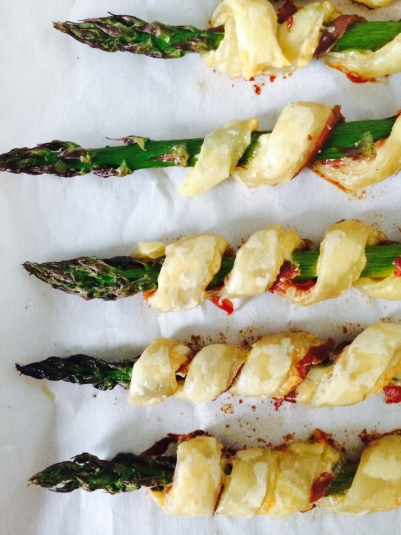 Prosciutto wrapped asparagus - perfect spring appetizer!